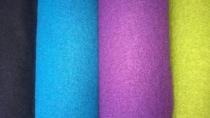 Villakankaiden värit: Tummanharmaa, turkoosi, violetti, vihreä, punainen, oranssi