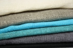 Pellavakankaiden värimallit: valkoinen, pellava, turkoosi, petrooli, harmaa, musta