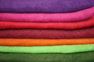 Pellavakankaiden värimallit: violetti, pinkki, punainen, tummanpunainen, oranssi, lime, tummanvihreä