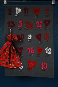 Joulukalenteri_pussi_punainen