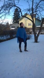 helvie_tuotekuvaukset_pellava_poncho_sininen